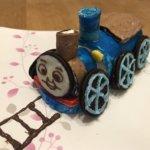 きかんしゃトーマスの立体ケーキ作り